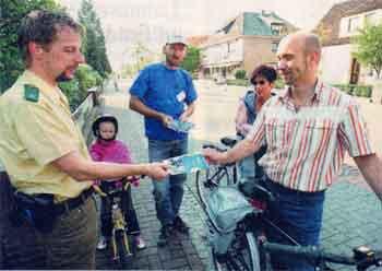 allen Radfahrern wurde das Infoblatt überreicht