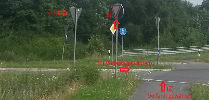 """Zweimal """"Vorfahrt achten"""" an der B61 – versteht Ihr das?"""