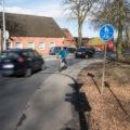 Links fahrende Radfahrer haben plötzlich gar keinen Schutz mehr. Keine Linie, keine Baken.