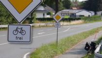 Vorfahrt – Radfahrer frei. Die neueste Schilderkreation