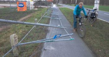 Gefahrenstelle Radweg: Bauzaun GS-agri
